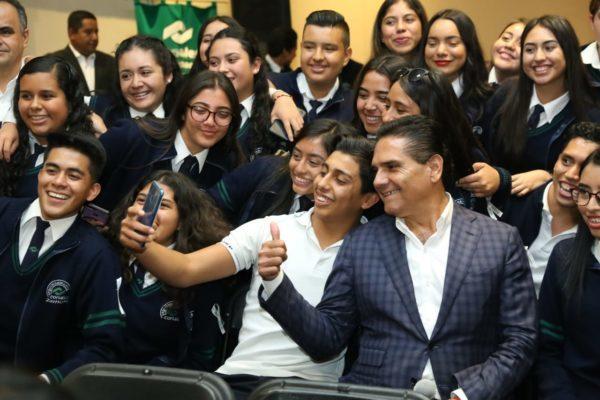 Convoca Silvano a jóvenes a ser embajadores de paz