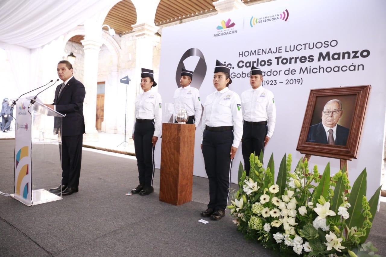 Encabeza Gobernador homenaje luctuoso a Carlos Torres Manzo