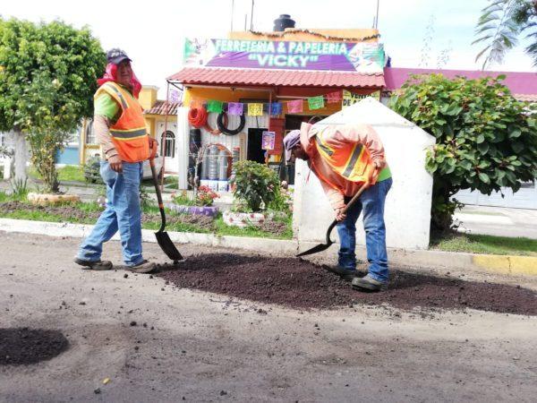 """Tienen ahora habitantes de Ex Hacienda """"El Refugio"""" mejores vialidades."""