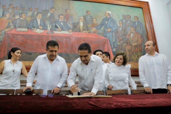 Encabeza Gobernador conmemoración del 205 Aniversario de la Constitución en Apatzingán