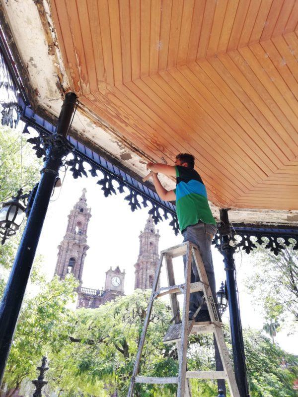Gobierno zamorano dignifica kiosco de la plaza principal
