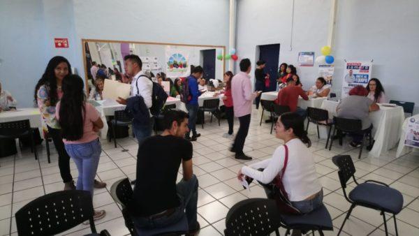 Jóvenes requieren mejores salarios para poner freno a migración