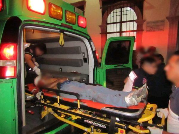 """Entre la vida y la muerte """"lava carros"""" baleado en El Vergel"""