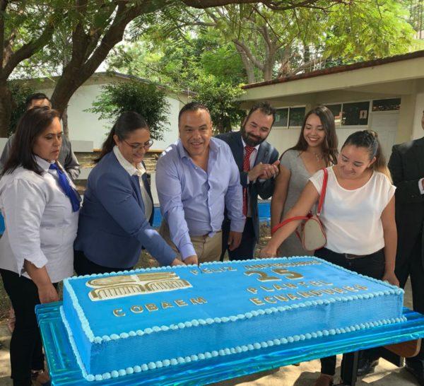 Celebran 25 aniversario del Colegio de Bachilleres plantel Ecuandureo