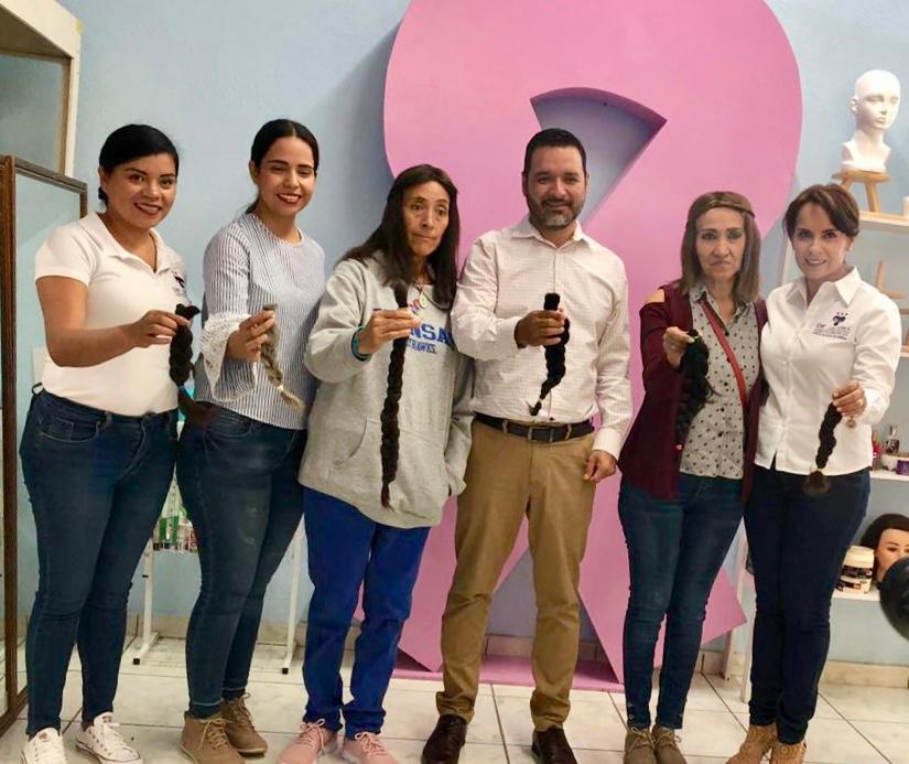 Mujeres ecuandurenses se unen a la causa, acuden al DIF Municipal a donar cabello
