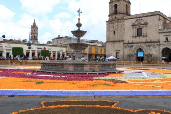 Michoacanos, listos para recibir a sus Fieles Difuntos