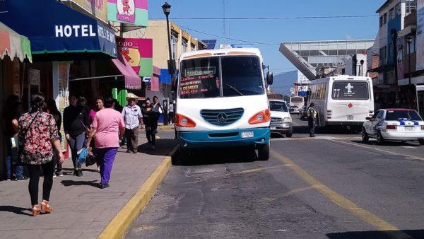 Concluyen plan para ordenar paradas de microbuses en zona centro