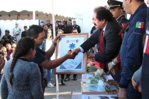 Rinden sentido homenaje a policías caídos y heridos