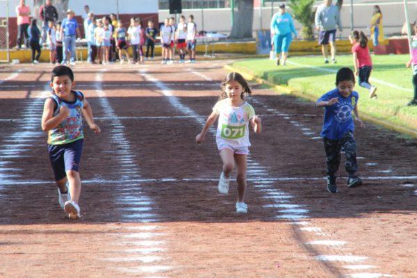 Gran participación de escuelas en Olimpiada Municipal dentro de Atletismo
