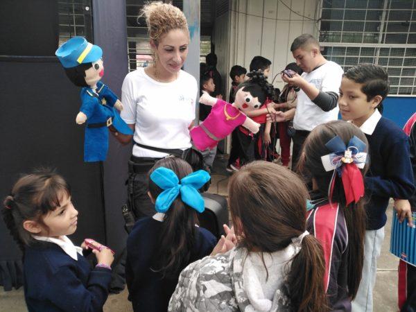 Presentan con  Teatro Guiñol temas de seguridad en escuelas