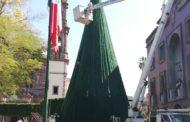 Se instaló árbol navideño gigante en la plaza principal