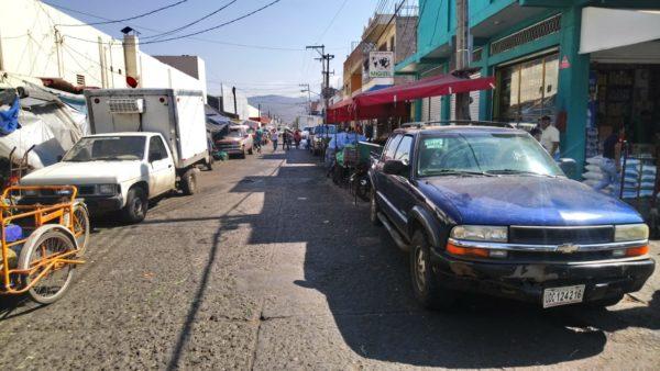 Ahora van ordenar ambulantes en calle Ávila Camacho
