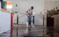 Lavan instalaciones del mercado municipal Benito Juárez en Tangancícuaro