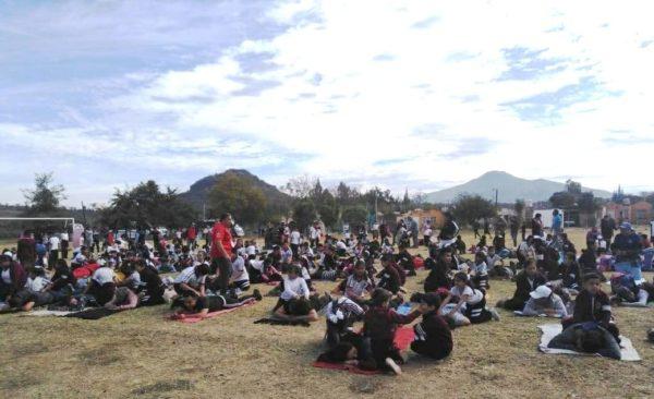 Madres y alumnos de Escuela Mariano Matamoros Jacona participan en matrogimnasia