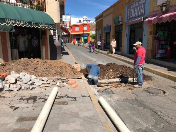 """Atiende SAPAZ solicitud de servicio de drenaje en  calle """"del caracol"""""""