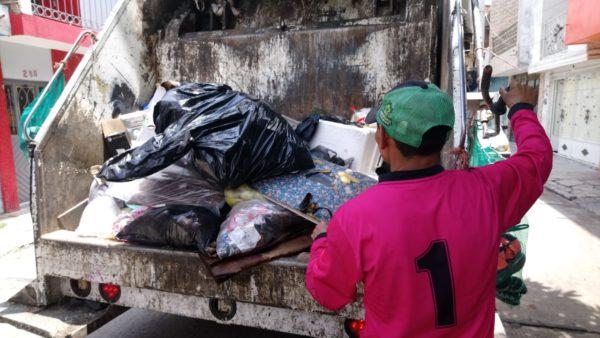Refuerzan medidas para protección de trabajadores de basura por COVID-19