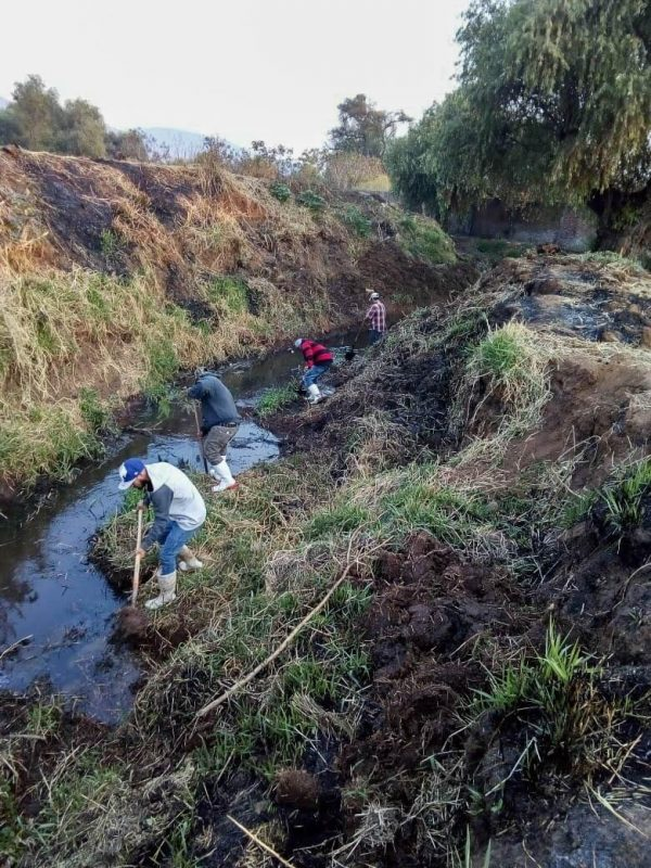 Limpian ríos y canales en Tangancícuaro