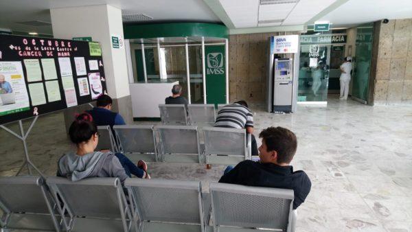 Sector obrero vulnerable ante posible corte de servicios médicos públicos