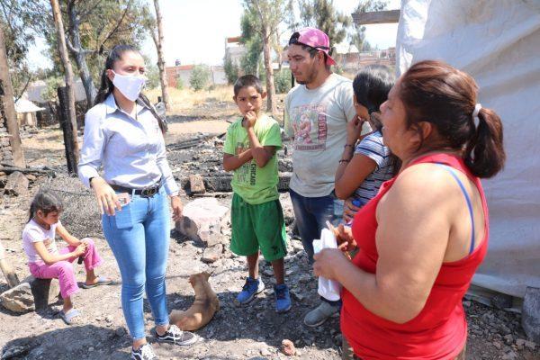 Respalda Ayuntamiento y DIF a cinco familias afectadas por incendio