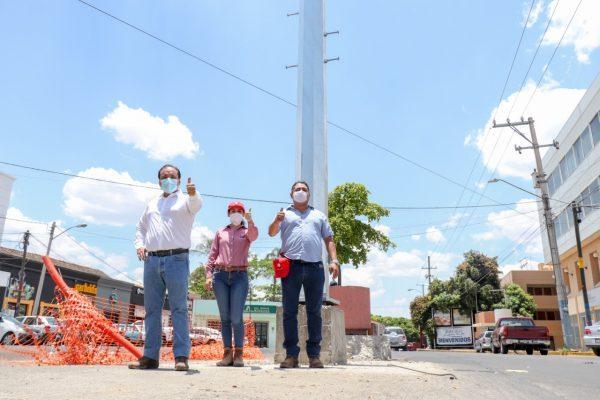 Supervisa Martín Samaguey mega postes que iluminarán Zamora