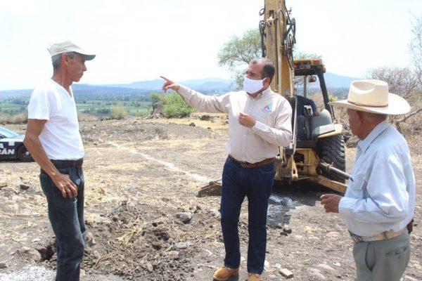 Ángel Macías inició construcción de red hidráulica del depósito de agua en El Valenciano