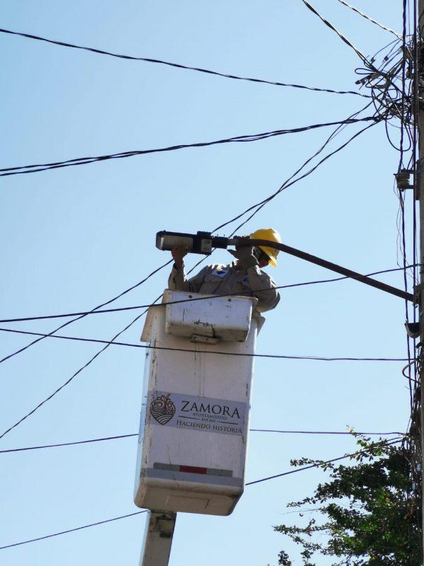 Iluminan Santa Cecilia con tecnología LED