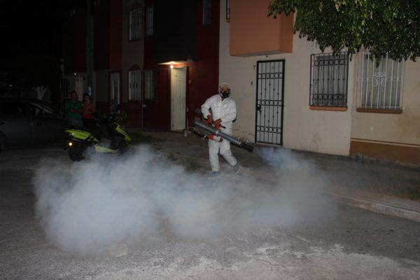 Fumigan contra el dengue