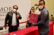 Entrega Martín Samaguey apoyos a trabajadores de limpieza de calzado