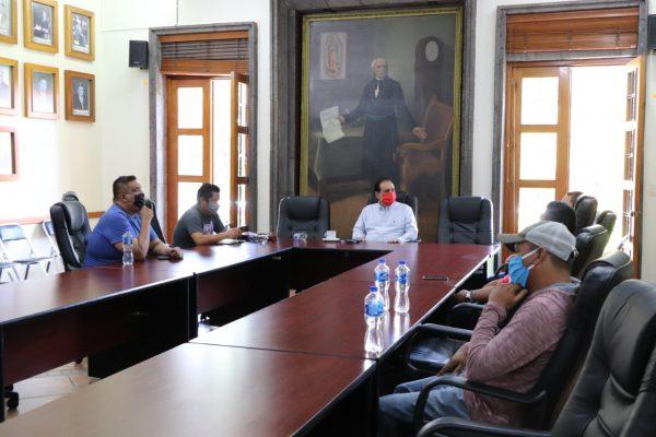 El Presidente Martín Samaguey atendió de a profesores de la CNTE