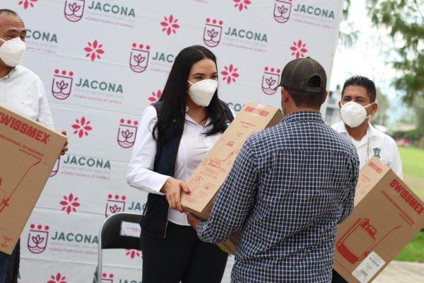 ADRIANA CAMPOS MANTIENE EL APOYO PERMANENTE A PRODUCTORES DE JACONA