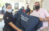 Ángel Macías entregó equipos impermeables al cuerpo de Seguridad Pública y Protección Civil