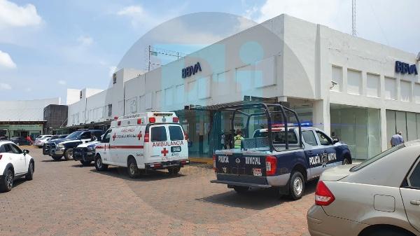 Se registra violento asalto a cuentahabiente a las afueras de banco BBVA