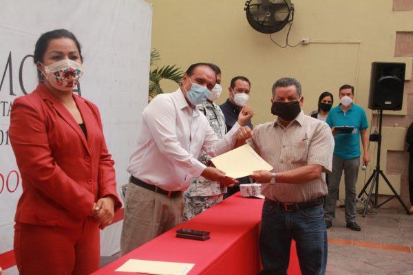 Entrega reconocimientos Martín Samaguey a empleados municipales