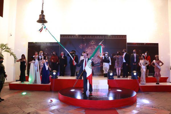 Da el Presidente Martín Samaguey el Grito de Independencia