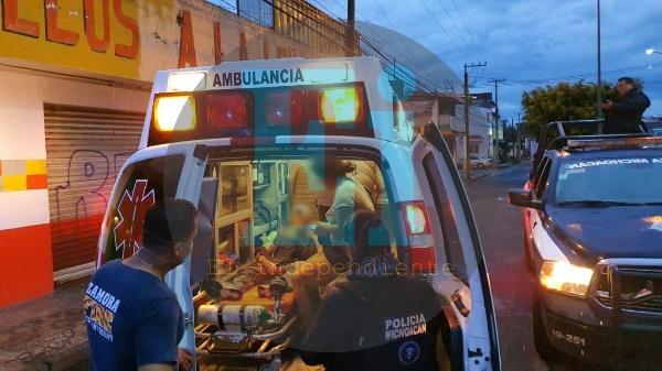En una moto robada trasladaba a un herido de bala a un hospital y al final es detenida por la policía