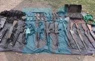 Delincuentes huyen de la Guardia Nacional y abandonan vehículos con arsenal, en la Sauceda