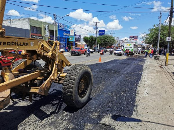Reparan tramo del carril Oriente en Avenida 5 de Mayo