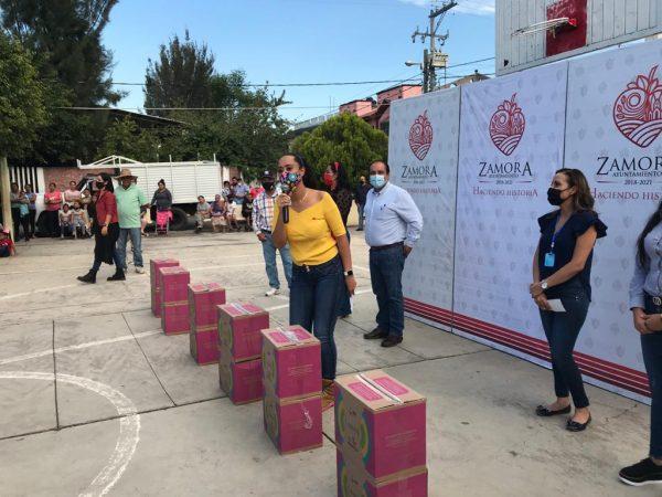 Entrega Alcalde Martín Samguey y Diputada Tere Mora víveres en Romero de Guzmán