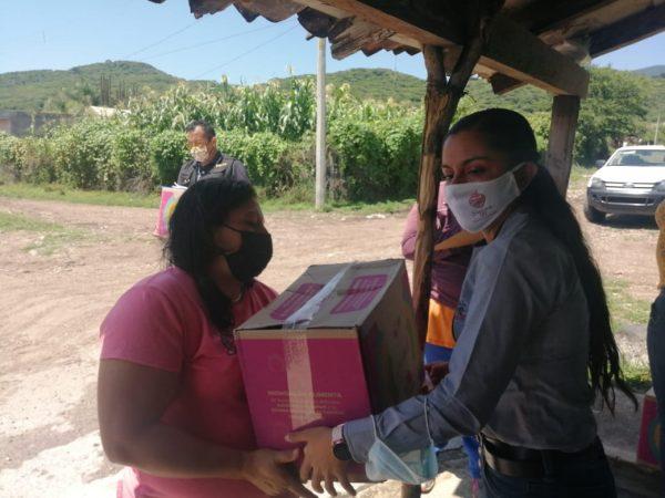 Lleva DIF Zamora ayuda alimentaria a Atecucario