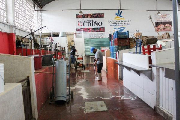 Brindan mayor higiene y seguridad a mercado Benito Juárez de Tangancícuaro