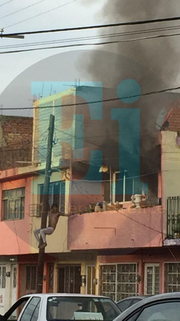 Bomberos de Zamora salvan a un sexagenario de un domicilio en llamas