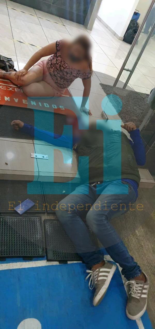 Atacan a pareja en la entrada el Hotel Zamora Ejecutivo Express; el hombre muere