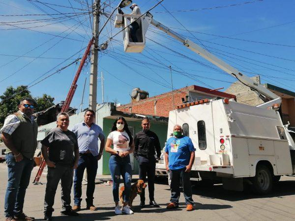 Rehabilita Ayuntamiento alumbrado público en la 2 de Octubre