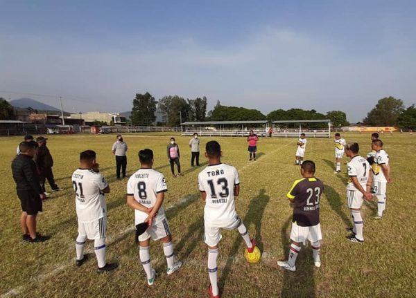 """Arrancó Torneo de Liga de Fútbol 2020-2021 en campos """"Amado Nervo"""" Jacona"""