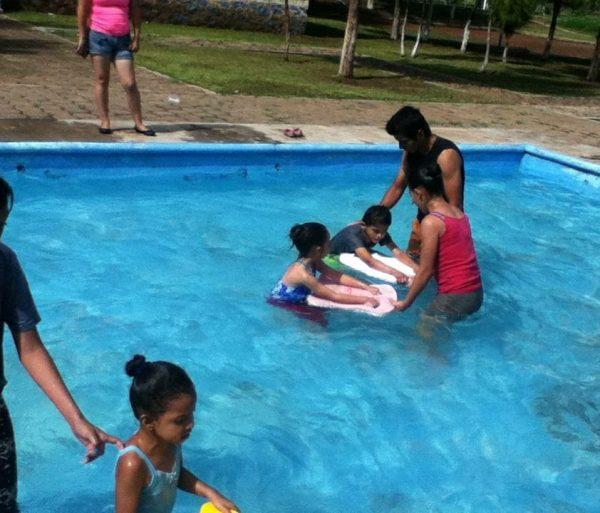 Reabren e invitan al Taller de Natación en la Presa de la Luz Jacona