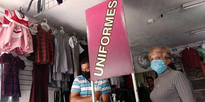 En crisis los vendedores de uniformes escolares, ante clases digitales