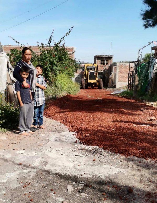 Ayuntamiento de Jacona rehabilita caminos en la Tenencia El Platanal