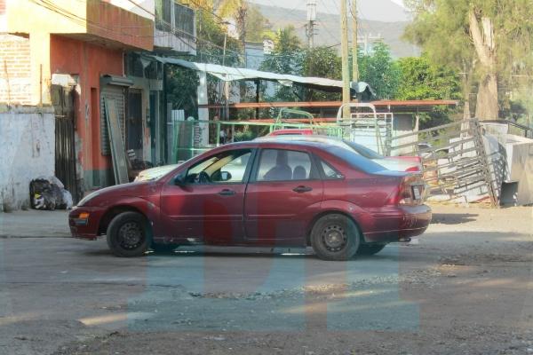 Hombre es asesinado a bordo de un automóvil en Jacona