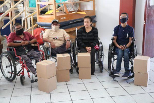 Dona Martín Samaguey despensas a discapacitados