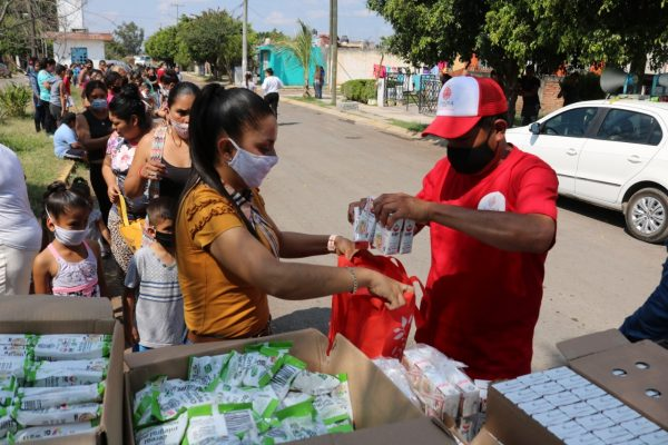 Entrega DIF Zamora alimento a niños